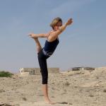 Lisa Kirchner doing yoga in Qatar